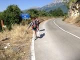 Lopend over grens Albanië-Macedonië