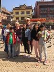 Bij de stupa met Rubu, Bamdev, Elisabeth, Binita, mijzelf,  Aayushma en Bibek