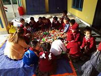 Elke zondagmiddag komt de kleuterklas met de lego spelen.