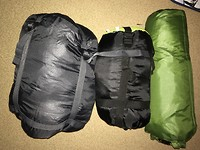 slaapzakken (1,0kg)) en tent (2,1kg)