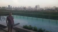 zwembad van hotel met uitzicht