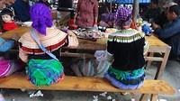 Twee HMong vrouwen de markt in Bac Ha