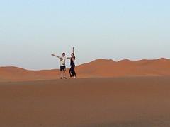 De eerste zandduinen van de Erg Chebbie woestijn, gelegen aan het hotel