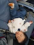 Lekker slapen in het vliegtuig (2)