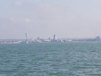 Zeilend langs Portsmouth de Solent uit