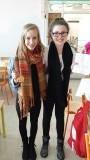 Anne-linde en Isobel, penvriendinnen..