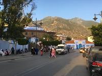 Straatbeeld buiten de medina in Chefchaouen