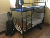 Mijn bed voor vanavond, voor €12,-! Netjes toch, wel zelf opmaken!