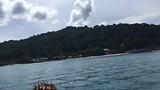 Na het duiken op boot terug naar eiland.