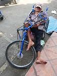 13Phnom Penh - siesta op straat