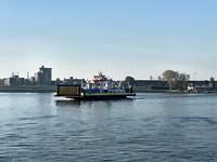 Veerpont over de Nieuwe Waterweg (het Scheur)