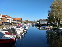 Zwartewaal, oude veenhaven