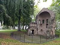 Restant van kasteel Karel de Grote (?) in Valkhof