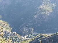 Uitzicht op de bruggen bij de Gorges van de Lonca en de Spelunca