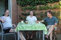 Heerlijk in de tuin eten met de familie