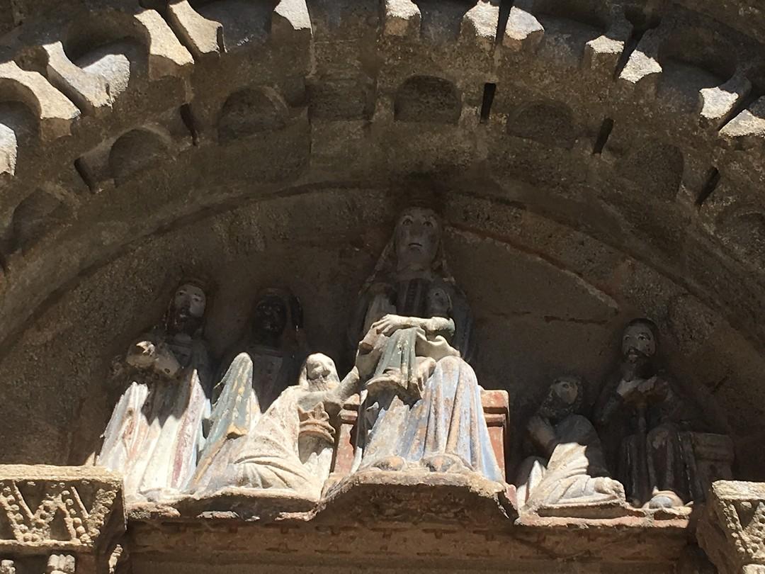 Timpaan van de oudste kerk van Santiago