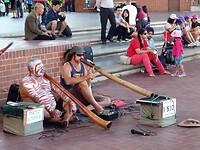Didgeridoo speler in Pleasure Park, Darling Harbour - Sydney.