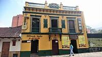 Straatbeelden met graffiti en mooie panden in centrum Bogota.