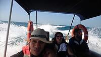 Hoge golven, diepe dalen op de ruwe Caribische zee op onze terugweg vanaf Isla Mùcura.