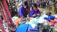 """De """"Guambianos"""" indianen komen eens per week in klederdracht naar Silvia."""