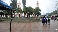 Het plein is bijna leeg. Nog even de laatste nieuwtjes uitwisselen.