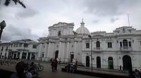 """De Kathedraal """"Nuestra Señora de la Asunción""""op Plaza Popayan."""
