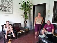 """Het terras van ons hotel """"Riverview"""" in Malakka."""