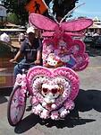 De rijkelijk versierde riksja's, het plaatselijke vervoer in Malakka.