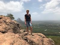 Corneliek op de top van de Mount Mgungun