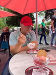 Eis essen am Ursulinerstraße 01