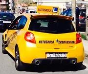 Sportauto van de Kroatische rijschool
