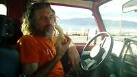 Een banaantje voor de oversteek naar Sicilië