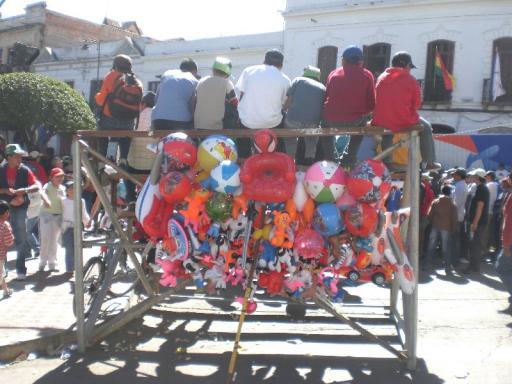 Boliviaanse tribune met ballonnenverkoop