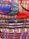 kleurige doeken en tassen