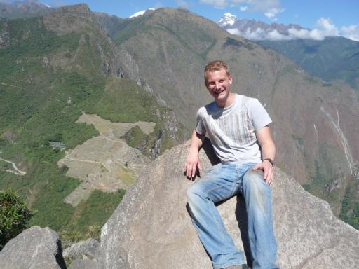 Daan en op achtergrond Machu Picchu