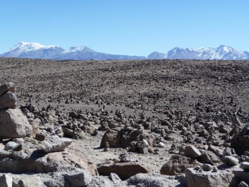 Besneeuwde bergtoppen van ruim 6000m