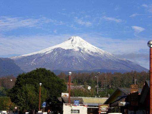 De vulkaan vanaf het dorpje