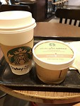 Wachtend op het vliegveld maar een bak koffie gedronken