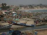 Vissersbootjes in Elmina