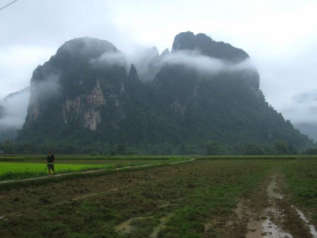 Karstheuvels in het landschap rond Vang Vieng