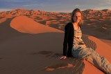 Bij zonsondergang in de woestijn