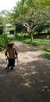 Voor het eerst lopende Lahiru :)