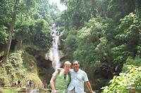 Jut en Jul bij de waterval