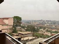 Blik over stad vanuit hotel