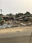 De afvalbergen die je overal langs de weg zie liggen
