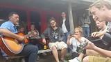Samen zingen met de buschaffeur in Coromandel