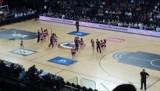 Cheerleaders tijdens de basketbal wedstrijd