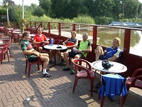 op een terras in Reeuwijk