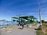 na 152 km rijden we over een metalen fietsbrug Astorga binnen
