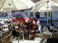 we vieren de aankomst in Astorga met veel bier